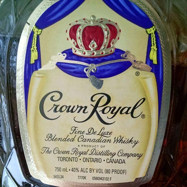 Fine De Luxe Blended Canadian Whisky NV